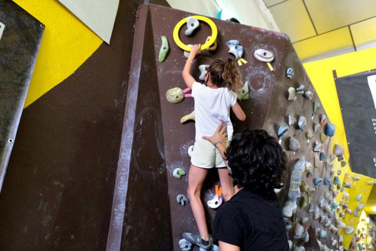 escuelas y actividades con niños en rocódromo